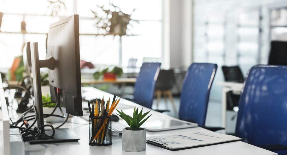 Choosing The Right Adjustable Desk For Your Office